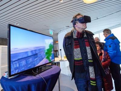 Foto van man met virtual reality bril op