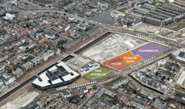 Luchtfoto van het stationsgebied met de projectkavels gearceerd