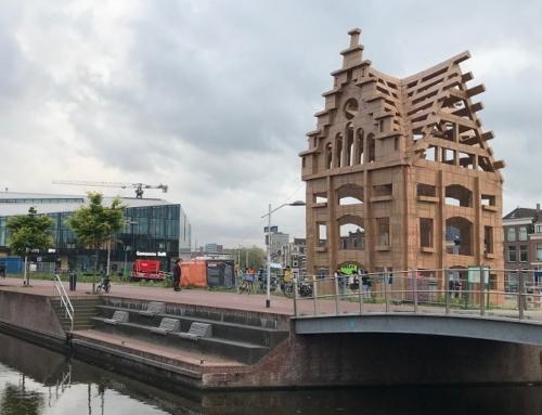 Enorm kartonnen kunstwerk in Nieuw Delft
