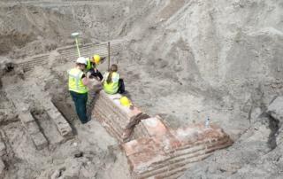 Foto van archeologische opgraving op het bouwveld van Huis van Delft