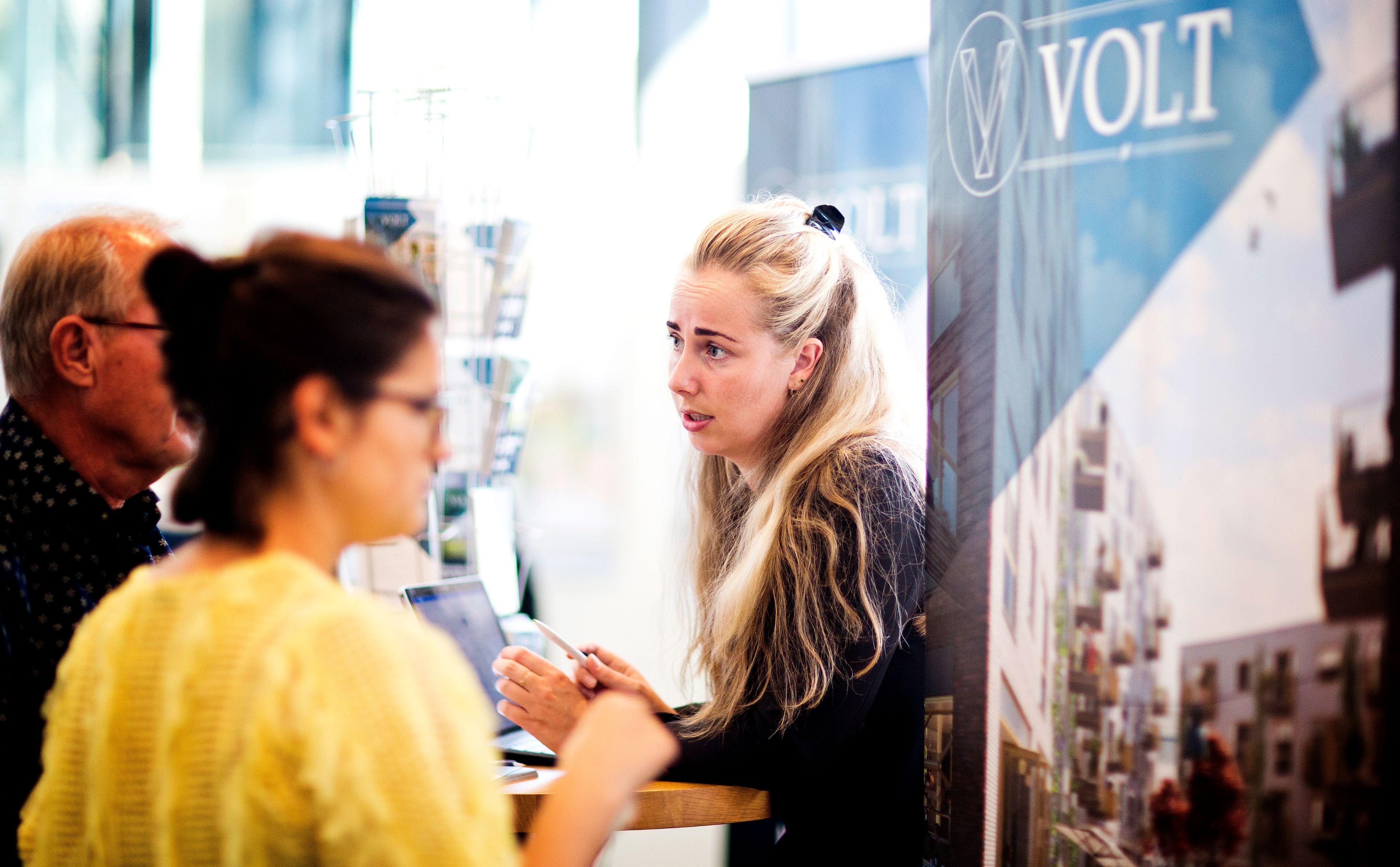 Bezoekers tijdens Nieuw Delft presenteert
