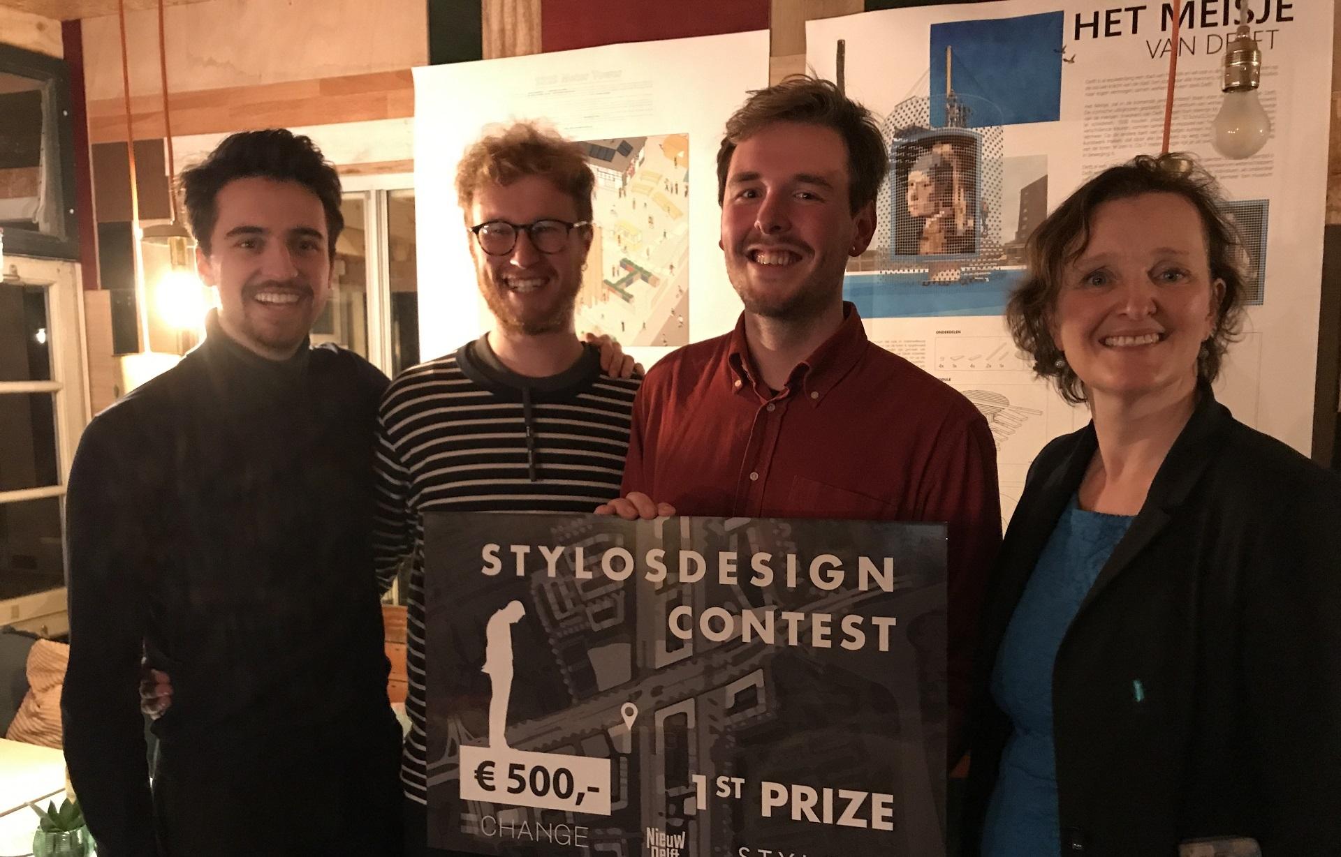Foto van winnaars Stylosdesign contest samen met wethouder Nieuw Delft