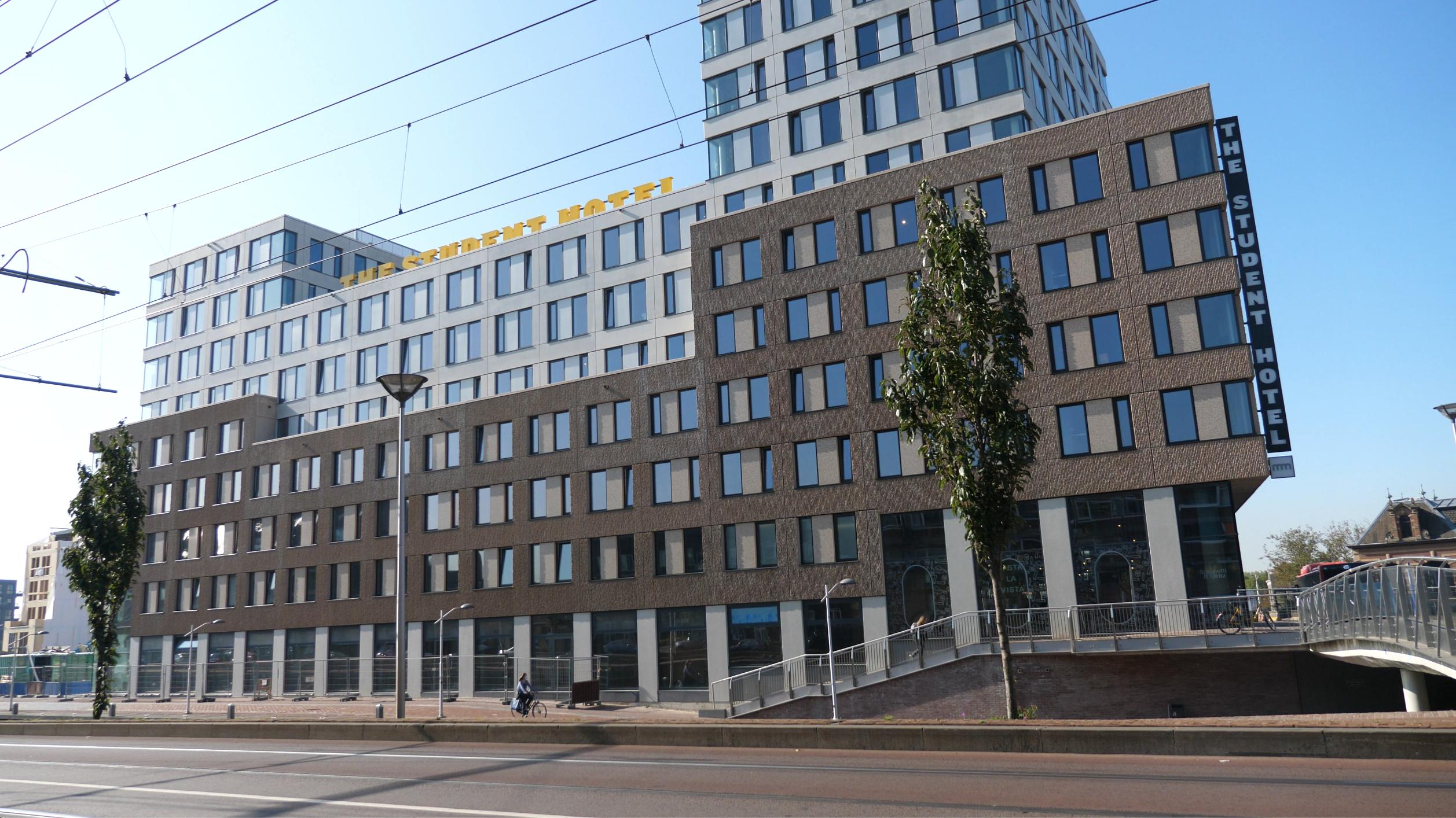 Voorgevel van The Student Hotel in Nieuw Delft